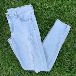 American Eagle Light Wash Distressed Stretch Jeans